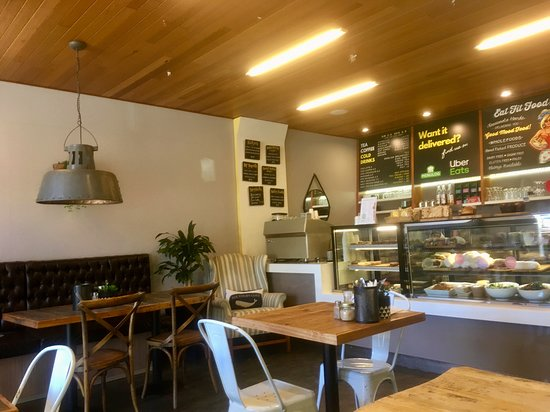 Fresh and Simple Cafe: Inside Fresh & Simple, Rouse Hill