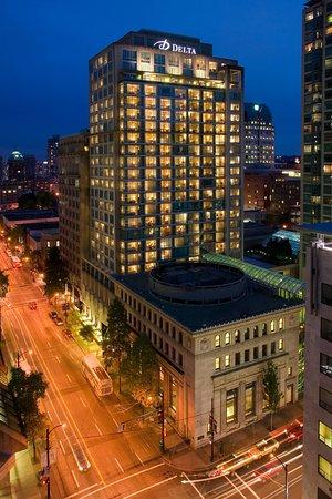 Deltas by Marriott Vancouver Downtown Suites Hotel