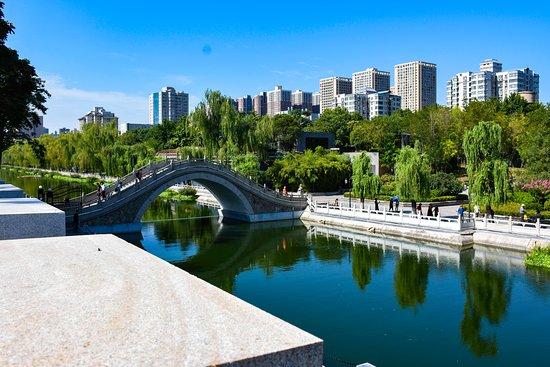 8-Day Small-Group China Tour to Beijing, Xi'an and Shanghai, No Shopping: Xian Moat