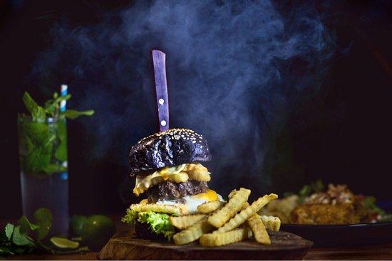 Blue Lagoon Resto: beef burger