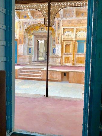 Mandawa Kothi: First Courtyard!!