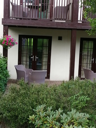 The Whitbarrow Hotel: Our private patio area with Rattan furniture