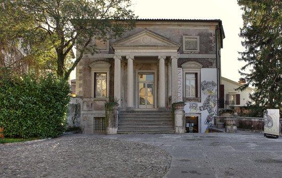 Palazzo Sturm - Museo della Ceramica G. Roi e della Stampa Remondini