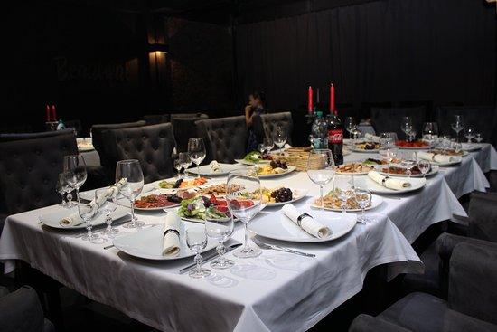 Cielo Lounge & Restaurant: Dăm start rezervărilor pentru lunile de toamnă 🤩 🔖Dacă planifici organizarea unui eveniment cu un număr maxim de 50 invitați, atunci e bine să știi că Cielo Lounge❤️ este alegerea potrivită, în special dacă dorești să fii răsfățat cu bucate inedite🍽 și să ai parte de o deservire impecabilă la un preț echitabil.😉 📞Rezervări: 079309309