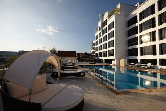 Lao Plaza Hotel: Swimming Pool