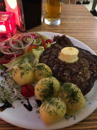 Wyśmienity stek, palce lizać :)
