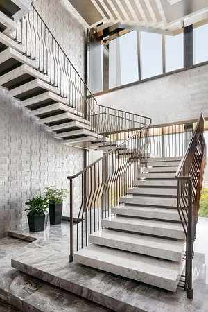 Le Manoir Ling - Staircase