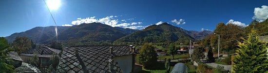 Villar Pellice, Italija: Vista panoramica dal balcone delle camere