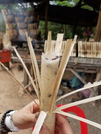 地元の『もち米と豆をココナッツミルクで炊いた』お菓子