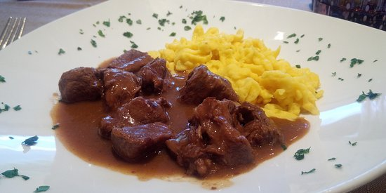 Freina Mountain Lifestyle Hotel: Gulasch di manzo alla tirolese e Spätzle al burro