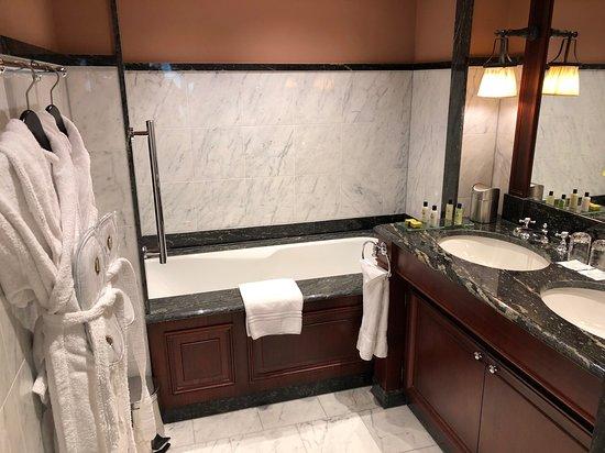 Grande et magnifique salle de bain