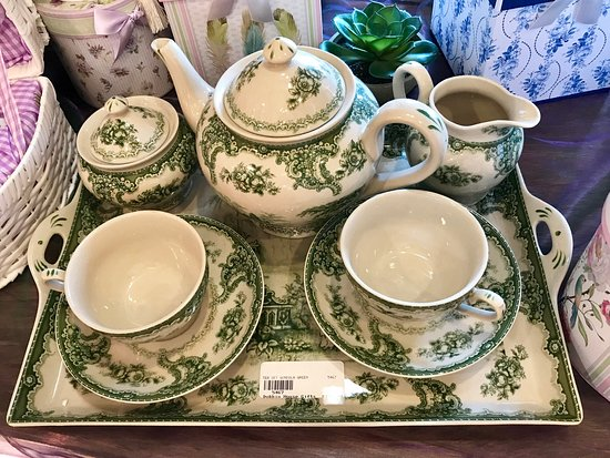 The tea set I fell in love with and took home!