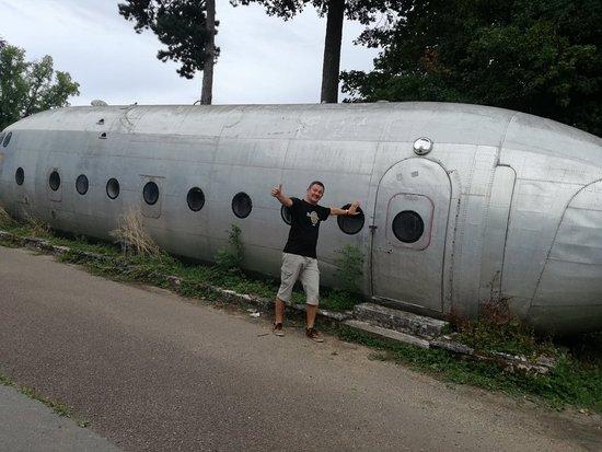 Un NORD ATLAS...  souvenir, j'ai sauté de cet avion en 1977 à PAU... quand j'ai fait mon brevet de Parachutiste