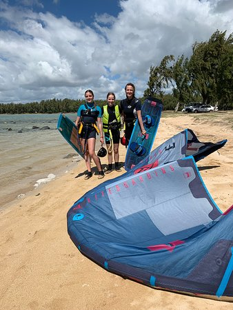 Great kite-lessons with the family at Club Ion Anse la Raie