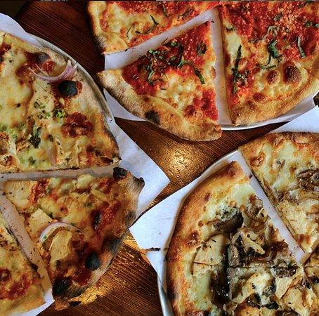 Max & Leo's Pizzas