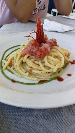 Spaghettino con panna acida, tartara ed Elisir al Gambero Rosso di mazara e glassa al finocchietto selvatico