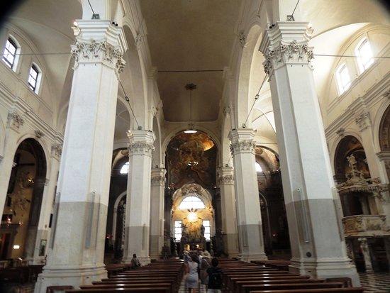 Interno della navata centrale