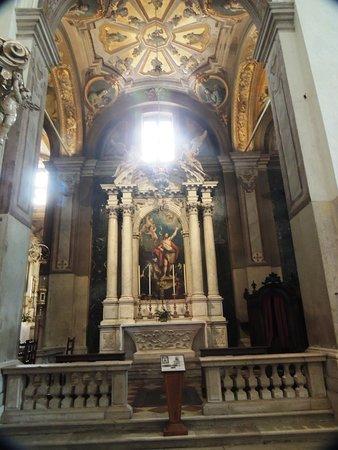 Cappella affrescata da A.Urbani ,altare opera di F. e S.Pariotto