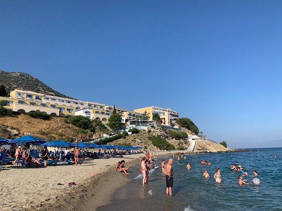Mitsis Family Village Beach Hotel: Pláž