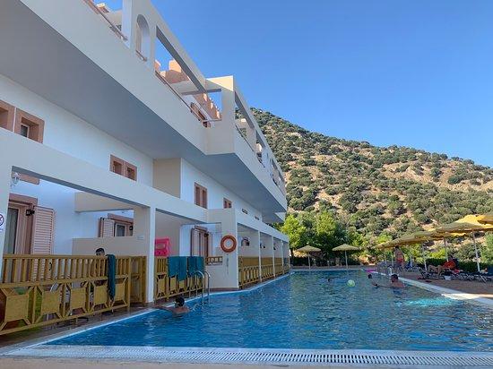 Mitsis Family Village Beach Hotel: soukromý bazén