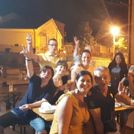 Roccavivi, איטליה: Serate tra amici!!!
