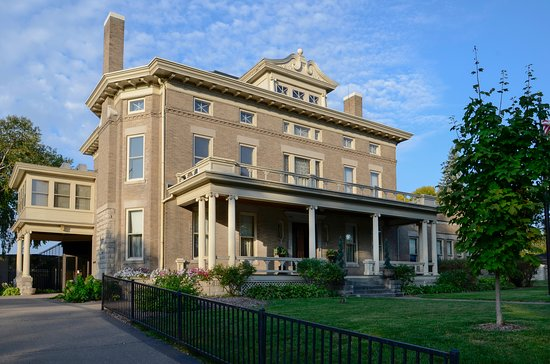 Muscatine Art Center: Laura Musser McColm Mansion and  Stanley Art Gallery