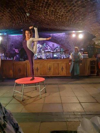 Middeleeuws banket- interactieve show, 4-gangendiner, ale en wijn bij het diner, disco: One of the brilliant entertainers.