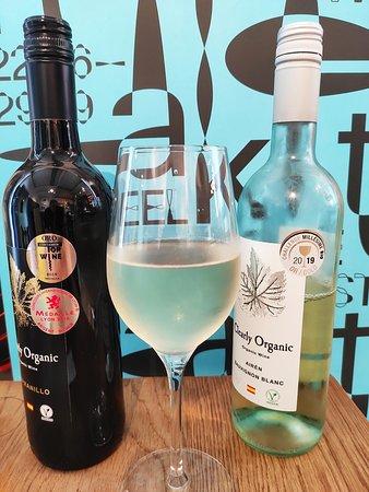 Biologische witte en rode wijn / Organice red and white wine