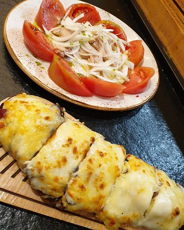 Ensalada tomate y tosta
