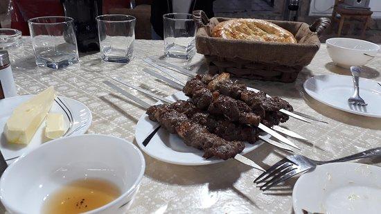 Charvak, Usbekistan: TIAN-SHAN Restaurant Very good restaurant in Charwaq - Bochka