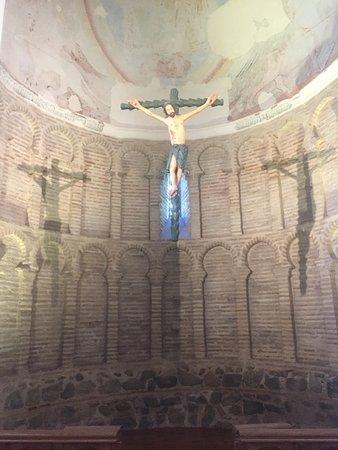 A Ermita del Cristo de la Luz, única edificação muçulmana que restou na cidade, construída no século X.