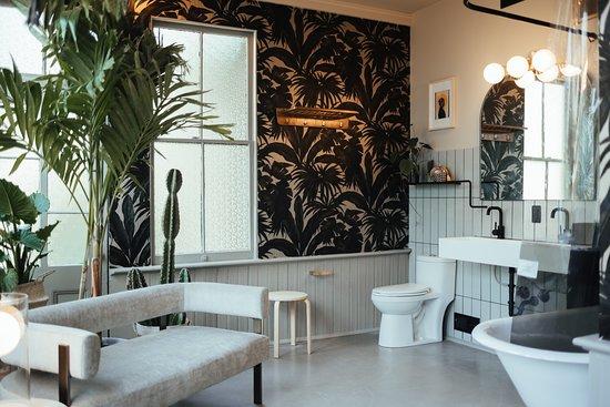 The Romantic Suite / En-Suite Bathroom