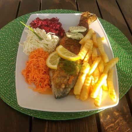 """Restaurant """"Park am See"""": Forelle mit Beilage"""