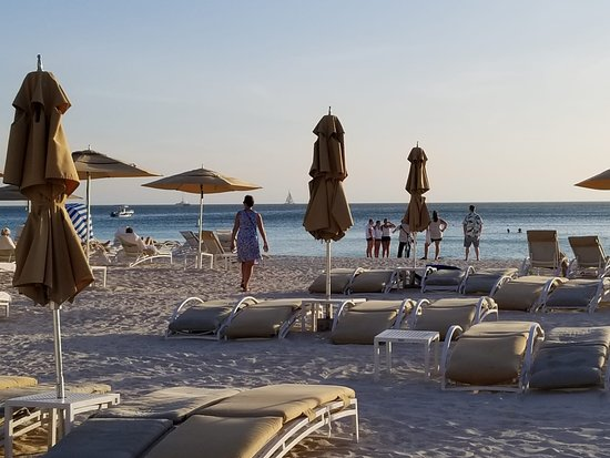 The Ritz-Carlton, Aruba: The beach after (almost) everyone has left for the day