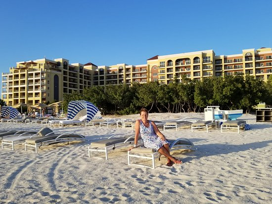 The Ritz-Carlton, Aruba: Hotel seen from the beach side