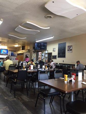 Julesburg, Kolorado: Small Town Cafe Atmosphere