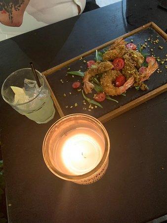 Piatto consigliato dallo chef: gamberi impanati al pistacchio e drink !😋