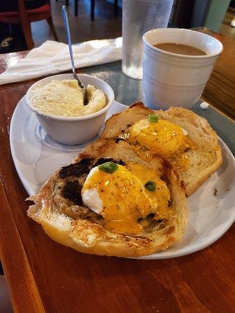 crab cake egg benedict