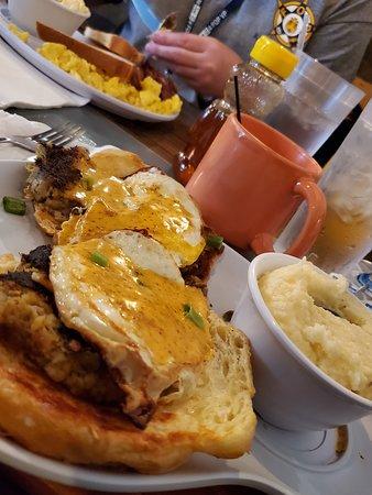 crab cake eggs benedict (fried eggs)