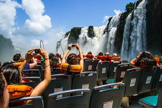 イグアスの滝ツアー、ボートライド、電車、サファリトラック