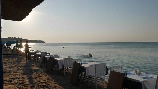 Agia Triada, Hellas: The wonderful beach, calm sea and full sunshine at Taverna Prigipas