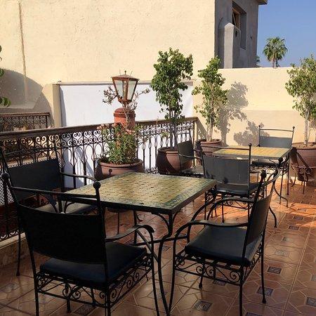 Riad Hamza: Idealne miejsce na spędzenie kilku dni w Marrakechu. Bardzo dobre śniadania. Niestety nie można tego powiedzieć o klimatyzacji która grzeje a nie chłodzi ;) 