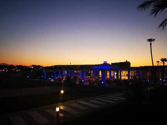 SUNRISE Grand Select Crystal Bay Resort: Griechisches Restaurant in der Anlage