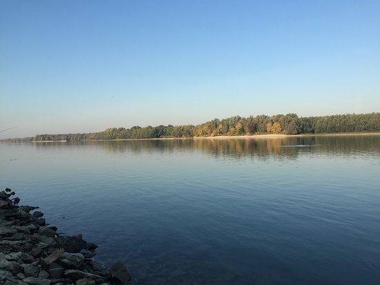 Harta, Ungarn: On the river bank
