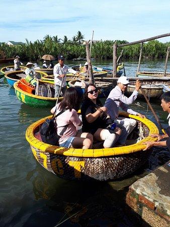 Longcoconut boat & restaurant