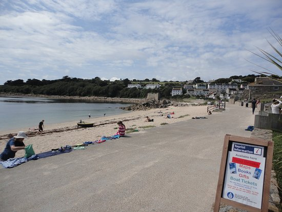 Isles of Scilly Tourist Information Centre: Beach starting to fill up/