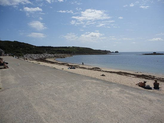 Isles of Scilly Tourist Information Centre: Beach early in the day.