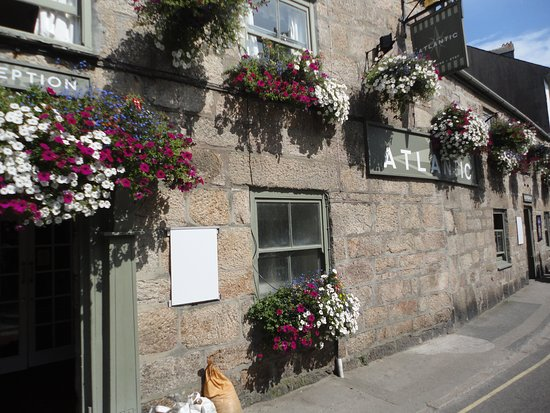 Isles of Scilly Tourist Information Centre: Lovely Pub in High Street.