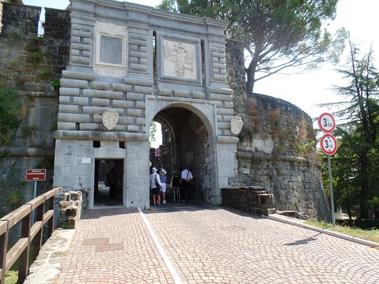 Ponte con Porta Leopoldina