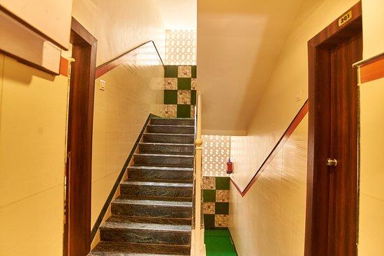Triple Bed Non AC – Billede af Hotel Disha Palace, Shirdi - Tripadvisor